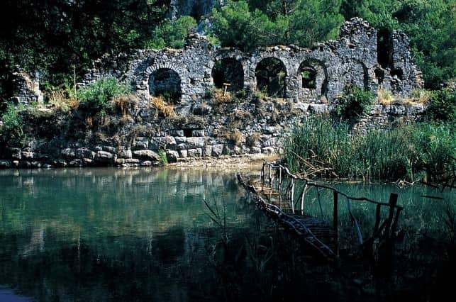 Химеру и древних руин Олимпоса.